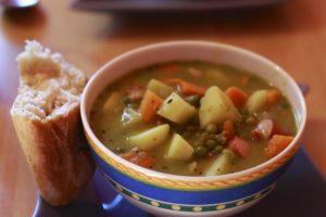 Grobe Erbsensuppe ist kein Problem mit einem Suppenbereiter